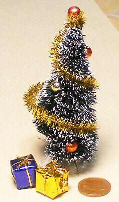 1:12 Scale Decorated Christmas Tree Dolls House Garden Accessory & 2 Presents