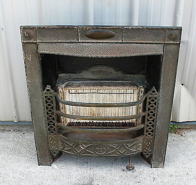 EARLY 1900s CAST IRON FRONT BOWED OUT FILIGREE SIDE FIREPLACE INSERT