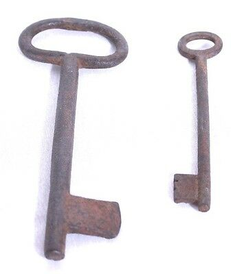 """Lot of 2 Large Heavy Metal Skeleton Keys 6"""" and 4.5"""" Rusty Vtg Condition"""