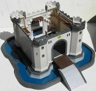 Plastic Castle With Knight Soldiers