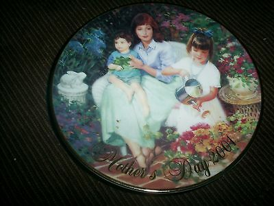 """Avon Mothers Day Plate 2001 """"Blossoms of Love""""  Allan Murray"""