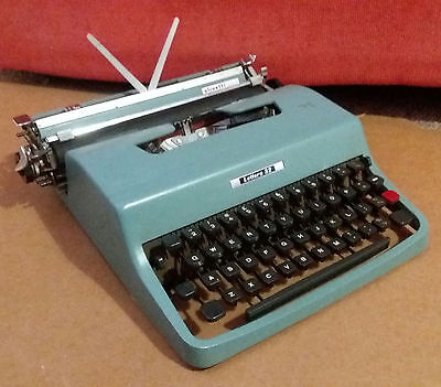 1960's Olivetti Lettera 32 Manual Typewriter + Case Made In Italy