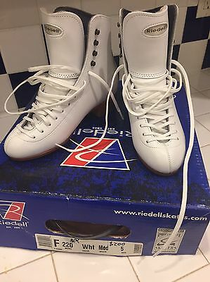 Riedell New 220 size 5 womens figure skates