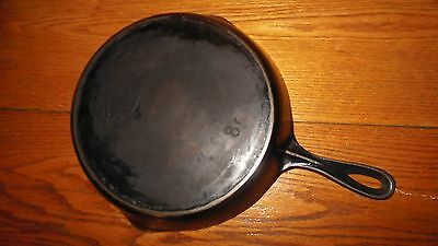 VINTAGE CAST IRON FRYING PAN stamped FAVORITE #8 F
