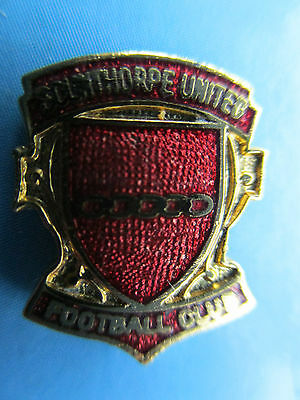 OLD..SCUNTHORPE UNITED FOOTBALL CLUB..maker J.W.HILL..RED ENAMEL STICK PIN BADGE