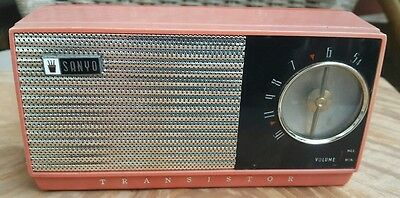vintage sanyo transistor deluxe  radio a beautiful classic