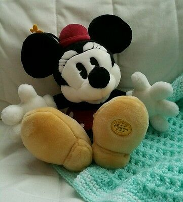 Disney store exclusive traditional / vintage style Minnie mouse