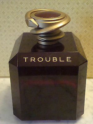 GRAND FACTICE DE PARFUM TROUBLE DE BOUCHERON +/- 21 CM EN PLASTIQUE serpent