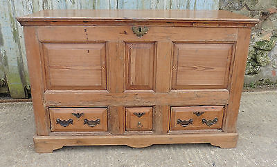 A Large Georgian 3 Drawer Pine Mule Chest.