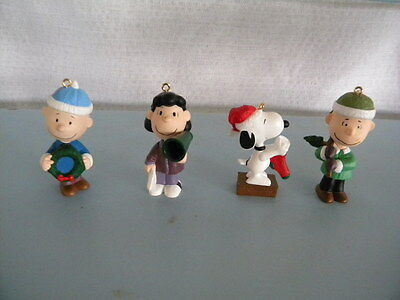"""Lot of 4 """"A Snoopy Christmas"""" 2000 Ornaments Charlie Brown Snoopy Lucy Linus"""
