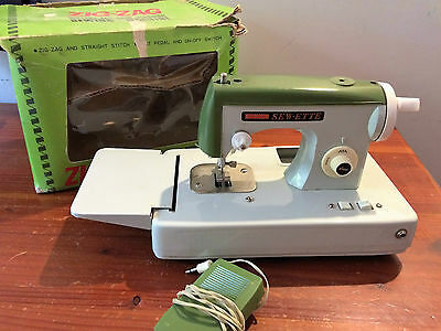 Vintage Zig-Zag Sewette hand operated sewing machine