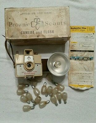 """RARE Vintage50's/60'sGirl Scout Camera """"Brownie""""w/Flash and Box and Bulbs!"""