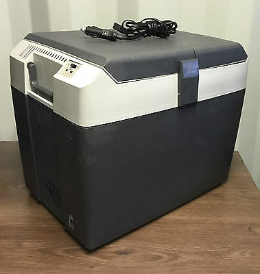 Halfords 28 Litre,12v Electric Cool/WARM Box. . Collection Only.