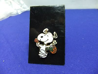 vtg badge snoopy skipping flowers brooch on card 1970s peanuts schulz cartoon