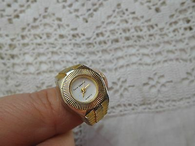 Lovely Vintage 1980s Quartz WATCH Ring     expandable band