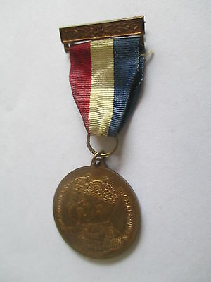 QUEENBOROUGH KENT ISSUED COMMEMORATIVE SILVER JUBILEE MEDAL 1935 (32 mm)