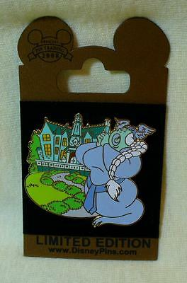Walt Disney World Gold Card Haunted Mansion The Opera Singer LE Pin