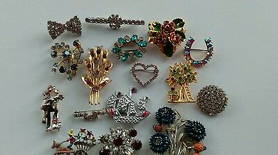Job lot of vintage 1940's brooches some good some broke