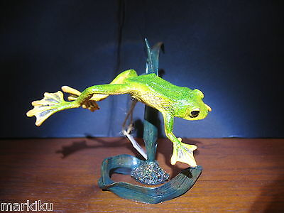 Very Rare New  Country Artists Flying jumping frog Canaw fig figurine CA03979
