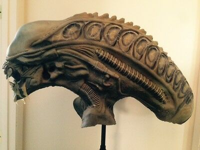 Distortions Unlimited Rare 32 inch Aliens Collectors Mask