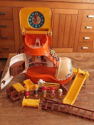Matchbox Vintage 1977 Play Boot/ Shoe House with figures and accessories