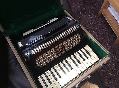 parott 24 bass piano accordion