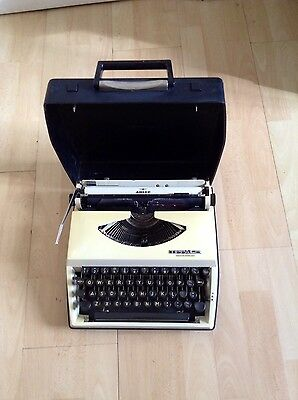 Vintage TIPPA Portable Typewriter With Hard Carry Case Made In Netherlands
