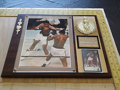 The Greatest Boxing Legend Muhammad Ali Signed Autographed 8 X 10 COA Plaque
