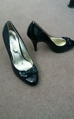 Black patent court shoes New Look size 7