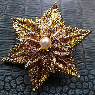 vintage faux pearl flower textured brooch gold tone -C155