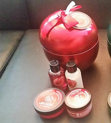 The Body Shop Gift Sets FEEL GOOD TIN Frosted Canberry