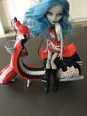 Monster High Scooter & Ghoulia yelps Doll