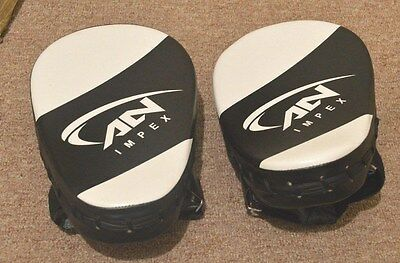 New Curved Focus Pads Leather With Boxing Gloves Hook and Jab Punch Bag Kick MMA