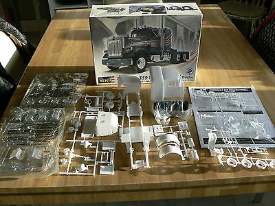 Revell Peterbilt 359 Conventional Tractor *** 1/25th Scale Model *** Very Nice
