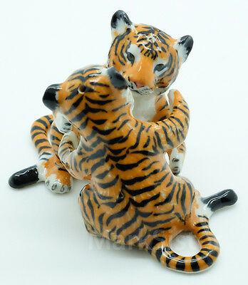 Kitchen Ceramic Figurine Salt & Pepper Shaker S&P 2 Hugging Tiger - KSP048
