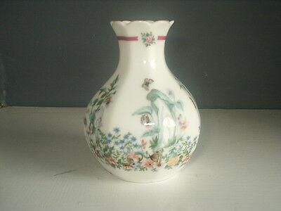 """ROYAL DOULTON Bone China VASE 4"""" tall BERNICE Butterflies / Flowers EXCELLENT"""