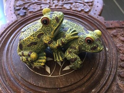 Small Two Frog Figure