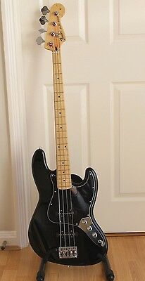 Fender Jazz Bass - With Hard Case - Upgraded Pickups
