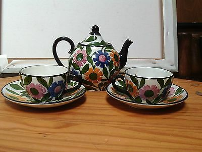 vintage tea pot & 2 cups & saucers, marked foreign