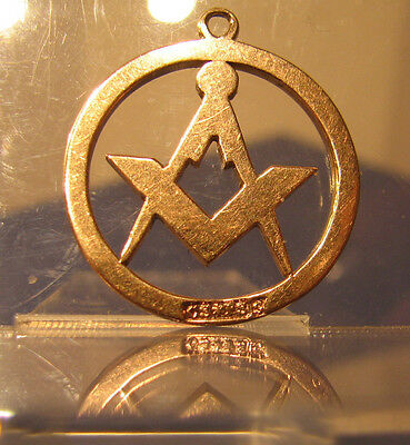 9ct gold masonic fob of square & compasses