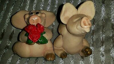 2 piggin collectable and cute pigs.