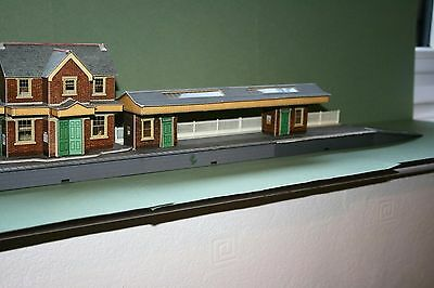 Metcalfe Station Card Model Building OO Gauge + Hornby platfom and fence