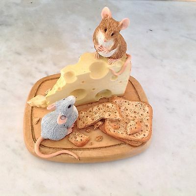 COUNTRY ARTIST MICE  WITH CHEESE AND CRACKERS 04853 - Good Cond. /Christmas Gift