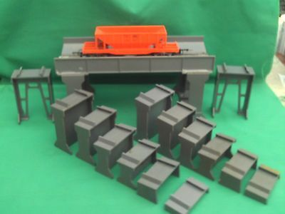 Triang High Level Gantry With Operating Hopper And 2 Set Track Supports