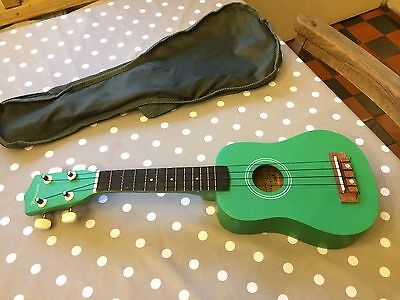 Ukulele, in Excellent condition - green with bag