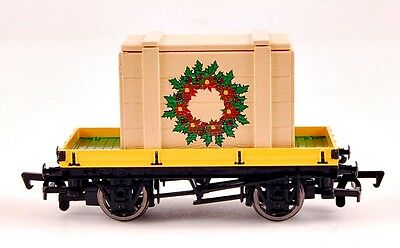 Bachmann HO Scale Train Thomas Christmas Flat Car with Crated Load