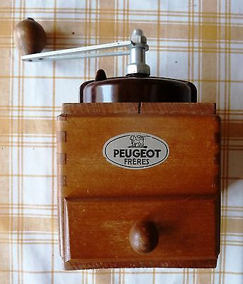 Vintage Peugeot Frères wooden cube coffee mill with Bakelite top