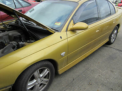 Holden Commodore VX executive V6 SEDAN auto CURRENTLY WRECKING 1WHEEL NUT