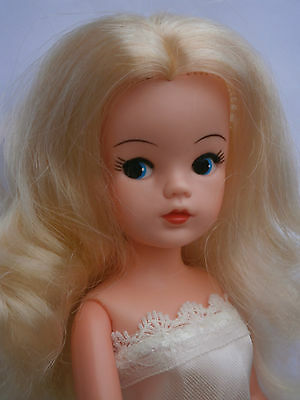 Sindy doll Blonde 84 Stardance Sindy bunches centre parting . Pedigree