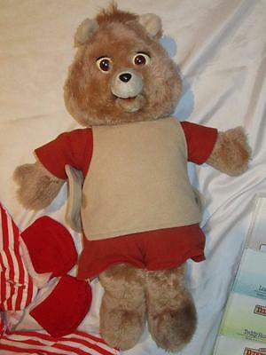 WOW Teddy Ruxpin Bear with 1 outfit 1 tape 7 Books plus Instructions
